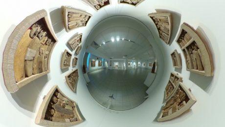 Pogled v virtualno razstavo Marca Bourlierja